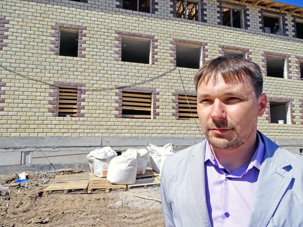 Александр Крутиков, директор строительной компании «Горизонт»: «Графики работ выдерживаются, для этого у нас имеются все необходимые ресурсы»