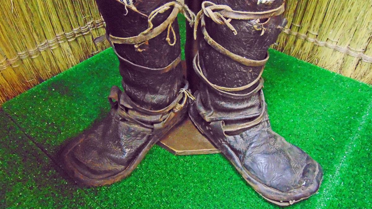 Фирменная вилегодская обувь