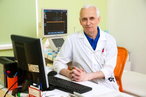Наприем кдетскому кардиологу, врачу УЗИ Валентину Томилову, едут совсей Архангельской области
