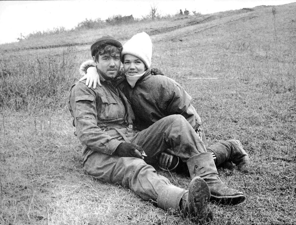Мать изАрхангельска нашла своего сына, воевавшего под Грозным. Февраль 1995г. Фото В. В. Зыкина