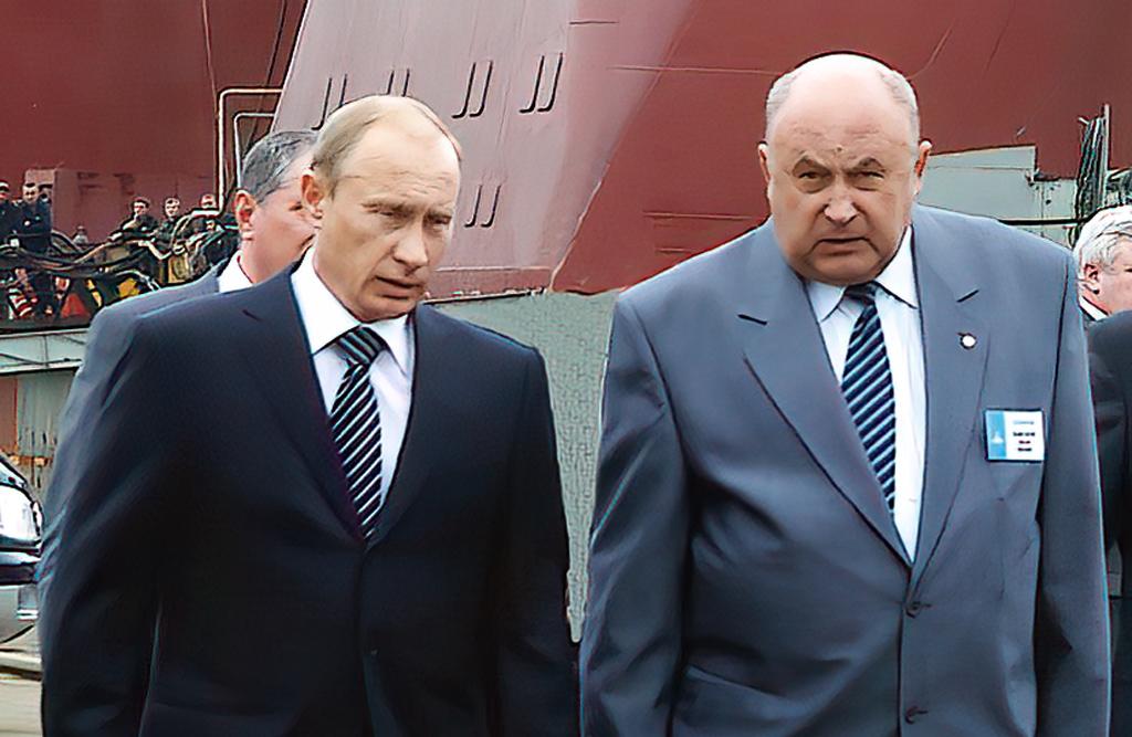 Владимир Путин (во время визита в Северодвинск) и Николай Калистратов