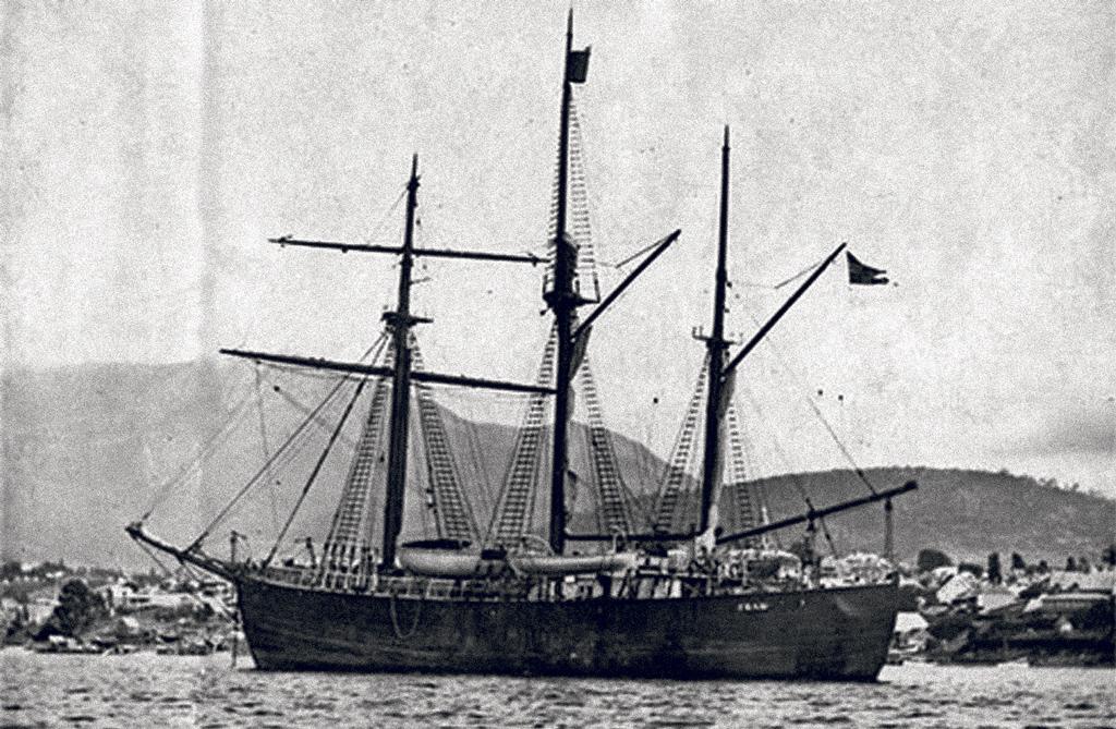 14 декабря 1911 года Южный полюс был покорен участниками Норвежской антарктической экспедиции нашхуне «Фрам». Уроженец онежской деревни Кушерека Александр Кучин был членом судовой команды
