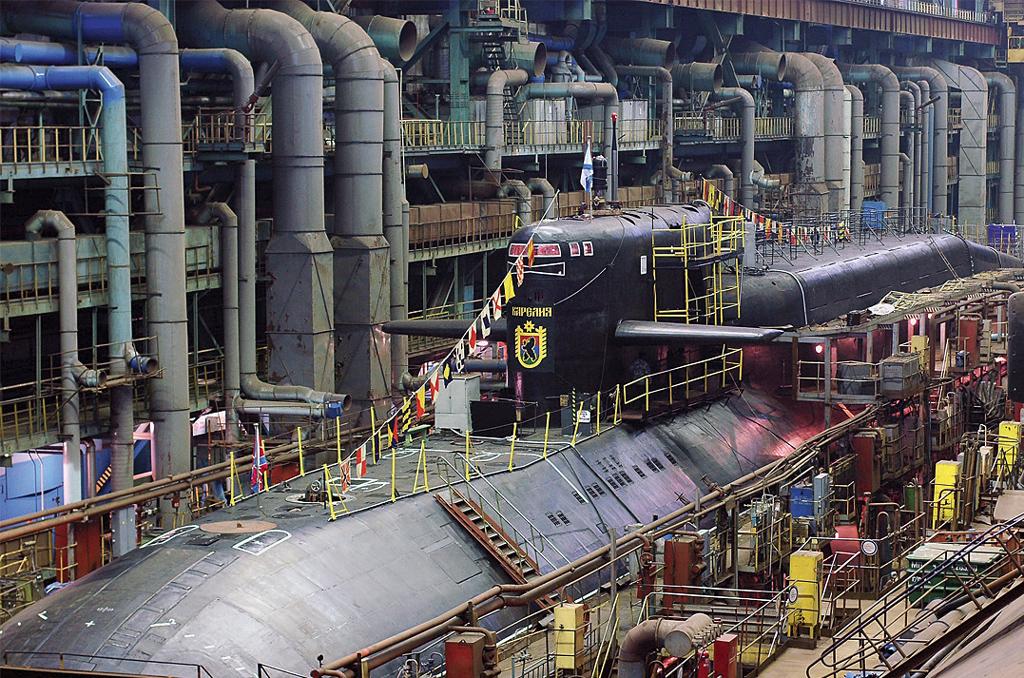 Ракетный подводный крейсер стратегического назначения «Карелия» в эллинге