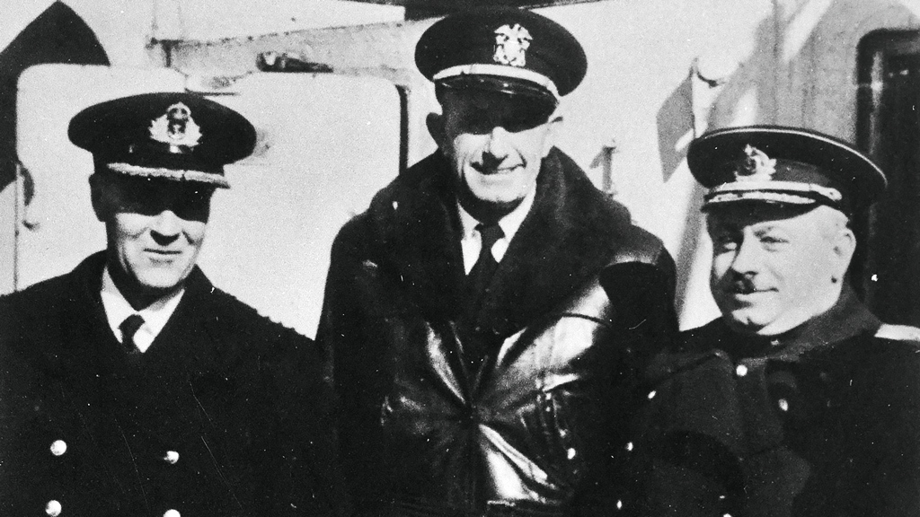 Уполномоченный ГКО наСевере контр-адмирал И.Д.Папанин ипредставители английской иамериканской миссий. 1943–1944годы