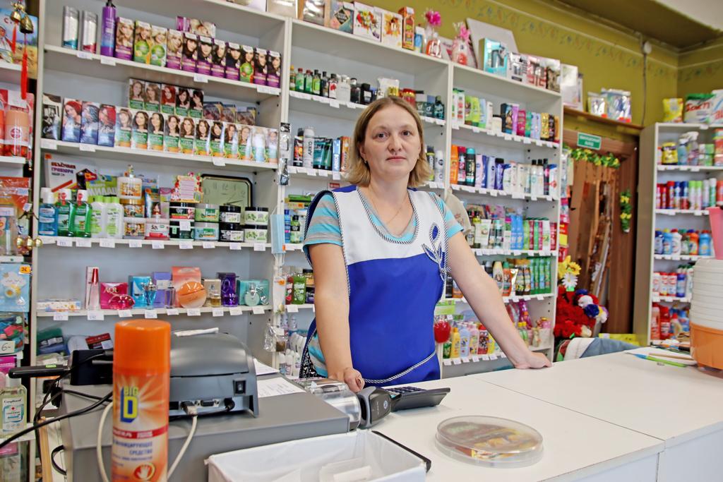 Продавец промышленных товаров Ольга Нифонтова
