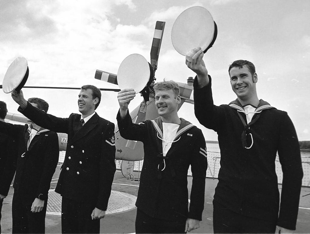 Приветствие отбританских моряков. 2001год