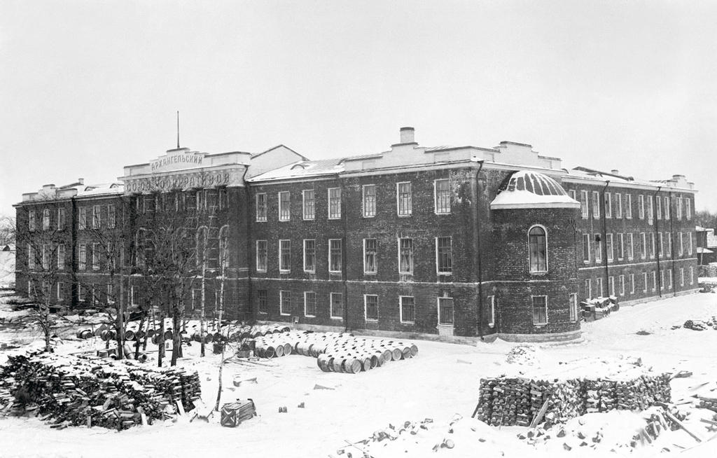 1925 год. здание Архангельского Союза кооперативов. Сегодня внем находится главный корпус САФУ