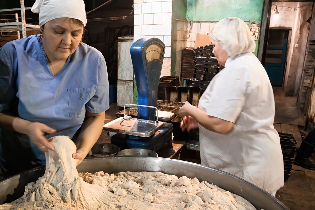 Пекарь хлебозавода ПО«Виледькоопторг» Татьяна Воронцова