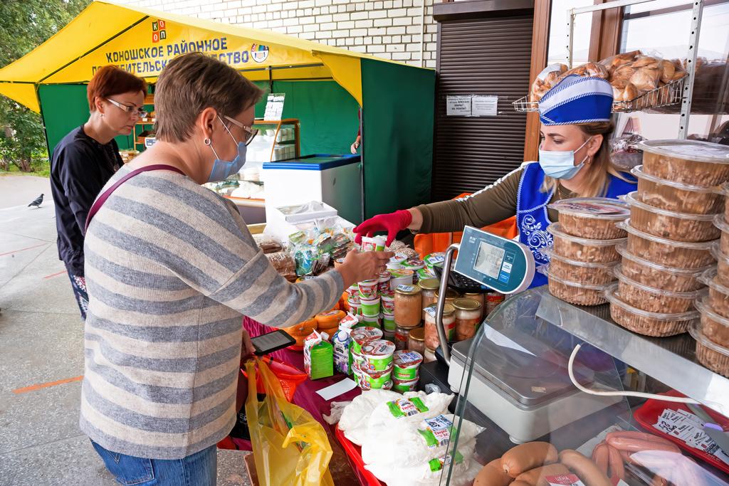 Традиционная осенняя ярмарка облпотребсоюза, которая проходит почетвергам вАрхангельске. Наней представлена исключительно местная продукция
