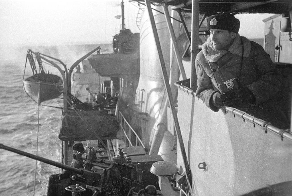 Роберт Диамент налинкоре «Архангельск» вовремя похода сконвоем