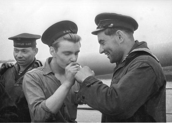 Дай прикурить. 1944год