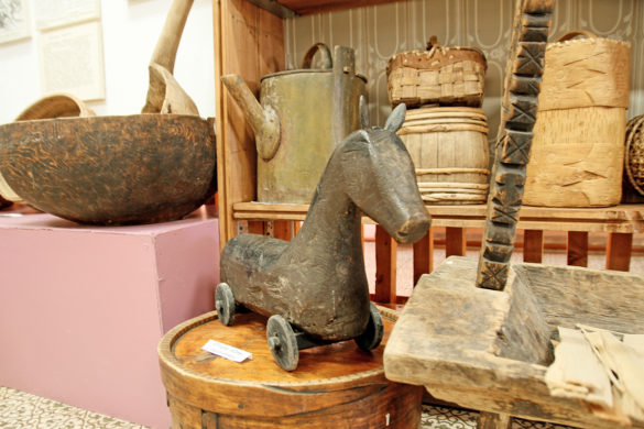 Местные жители приносили издеревень вмузей все, чтоимело историческую ценность: короба, посуду, игрушки…